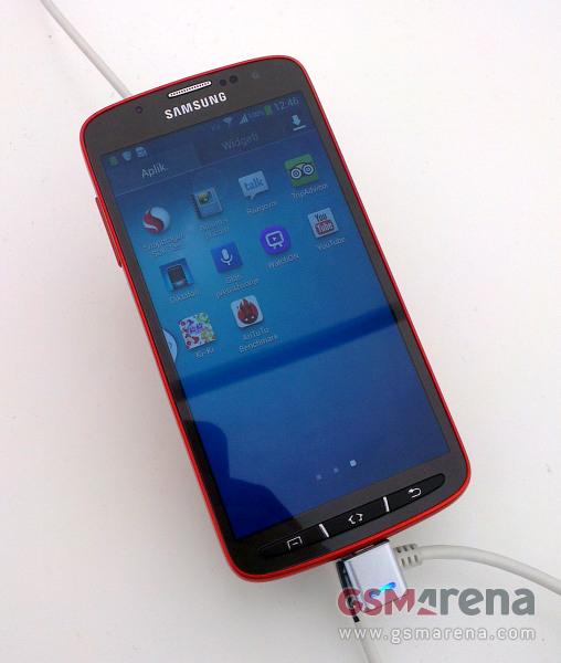 Galaxy S4 Active, le prime foto della versione indistruttibile del nuovo top gamma Samsung