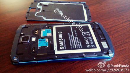 Galaxy S4 Active, nuove immagini della versione Blue Artic