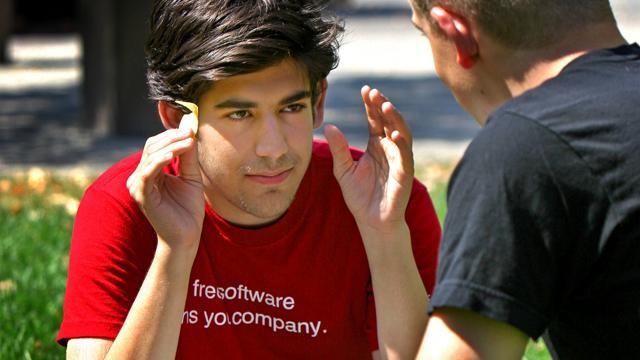 Anonymous defaccia il sito del MIT in memoria di Aaron Swartz