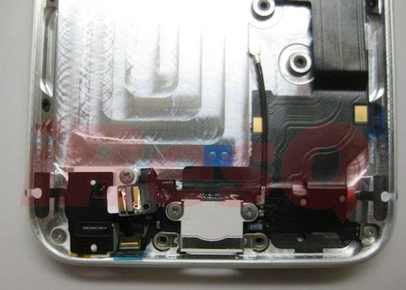 iPhone 5, come verranno montati dock e jack