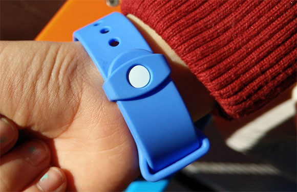 LG KizOn, lo smartband per sapere sempre dove sono i vostri figli