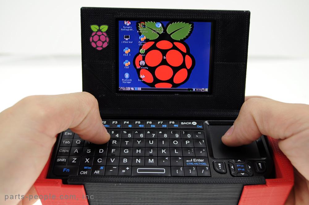 Pi-to-Go, case per Raspberry Pi, schermo LCD e tastiera realizzato con una stampate 3D