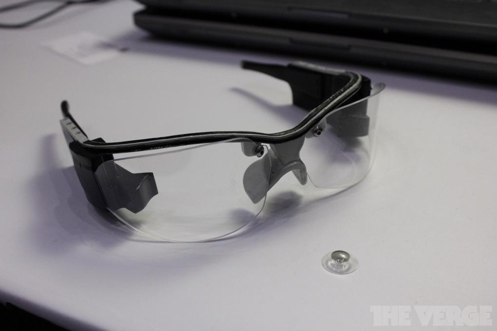 iOptik, occhiali più lenti a contatto hi-tech, per la realtà aumentata